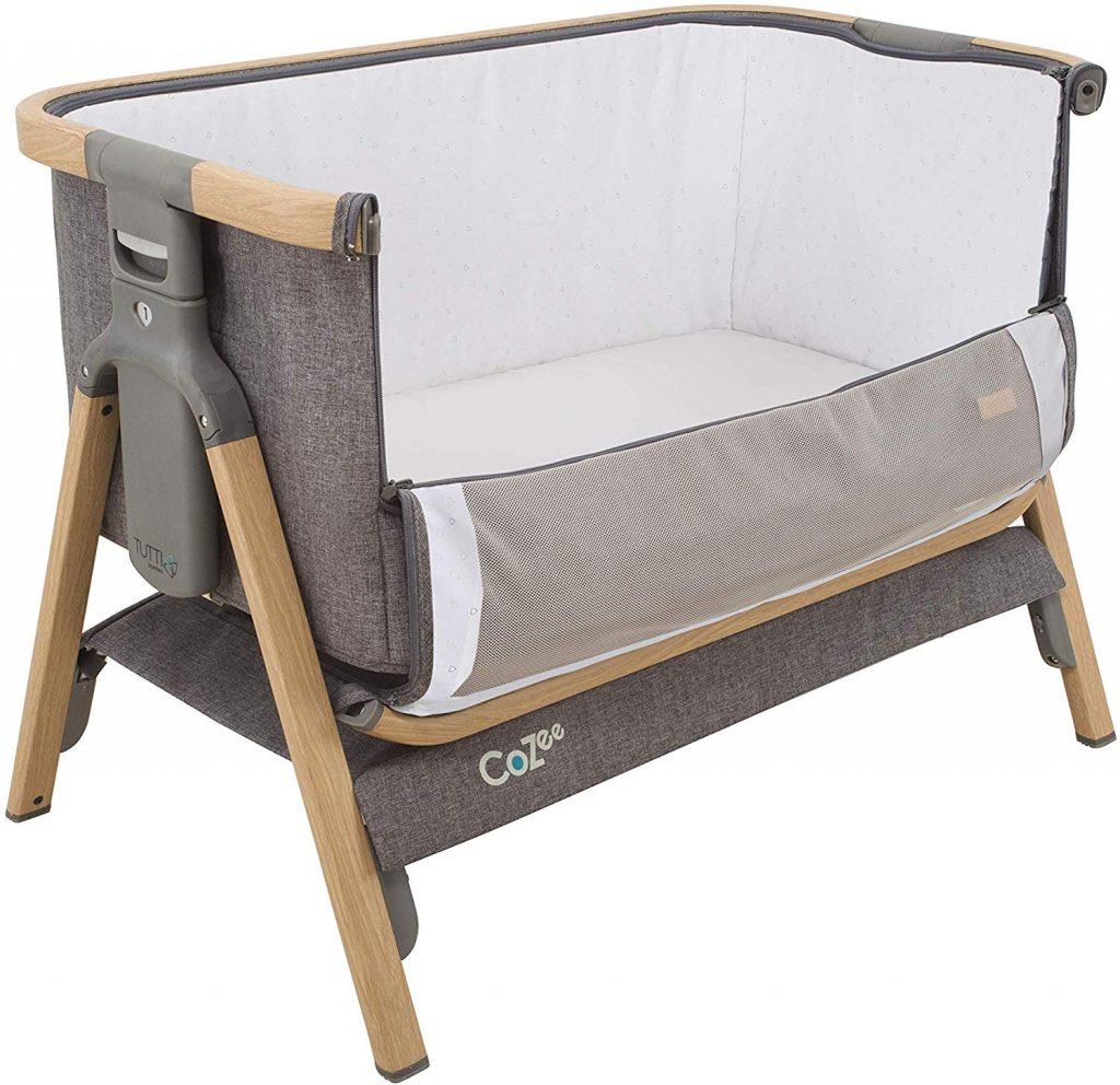Le lit de voyage COZEE est fabriqué par la marque Tutti Bambini.